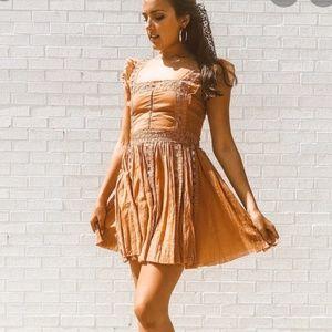 FREE PEOPLE ONE VERONA DRESS Carmel lace XS